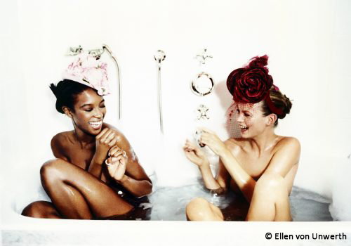 Bathtub-Naomi-Campbell-and-Kate-Moss-for-Vogue-US-1996-©-Ellen-von-Unwerth-500x350-1.1