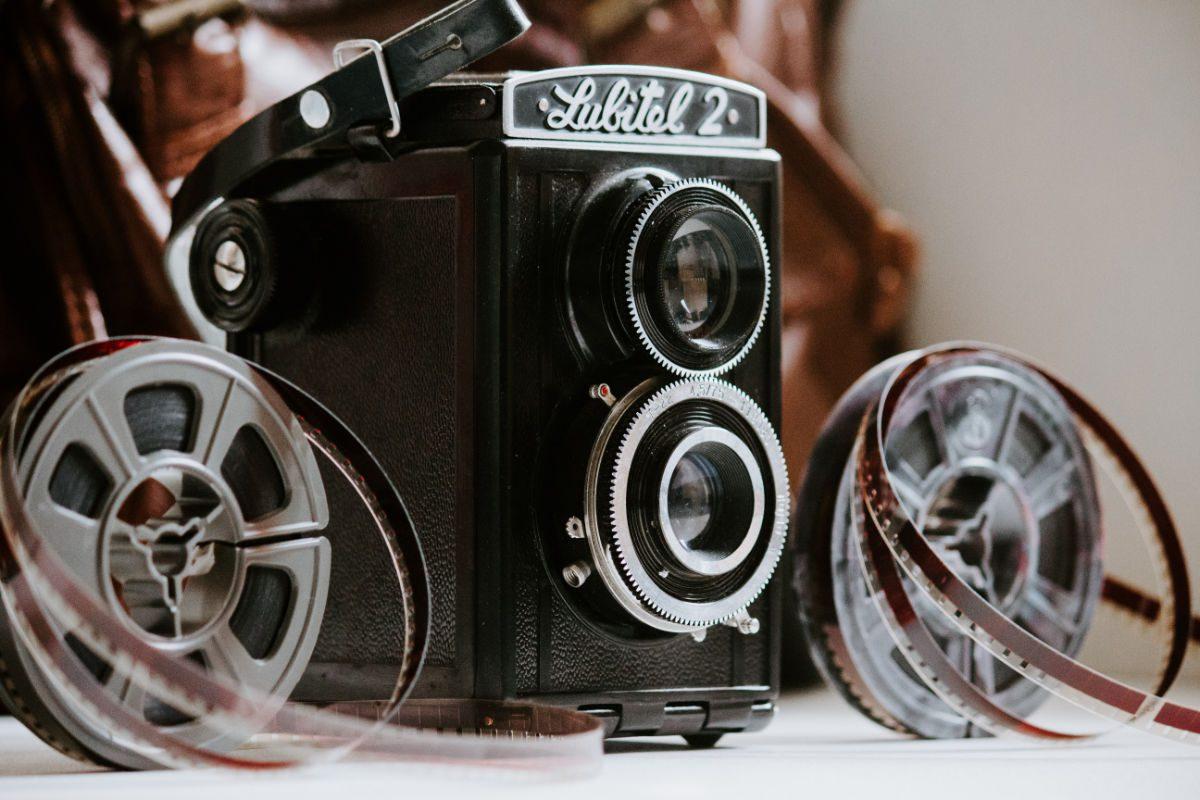 Caméra retro d'époque avec bobine de film
